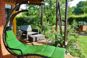 Quel budget prévoir pour la pose de terrasse sur plot ?